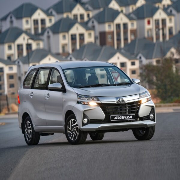 Sewa mobil Semarang rental lepas kunci / dengan sopir transmisi matic ke Jakarta Bandung Jogja Surabaya kontrak bulanan harga murah